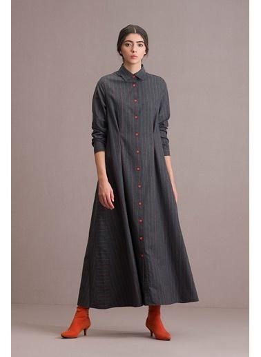 Eda Atalay Düğme Detaylı Çizgili Gömlek Elbise Gri